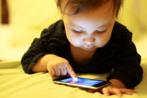 baby with smartphone